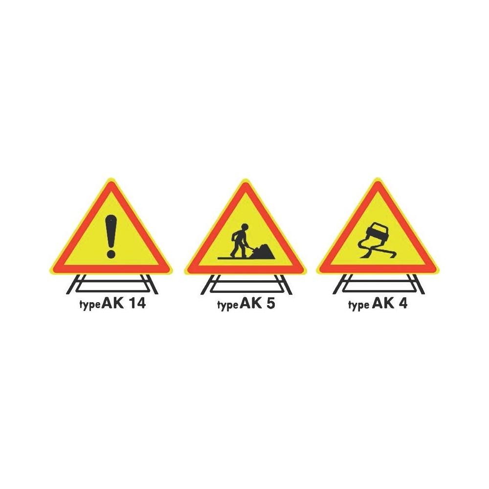 Panneau triangulaire Ak Base 700